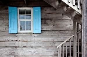 shutters-669296_640